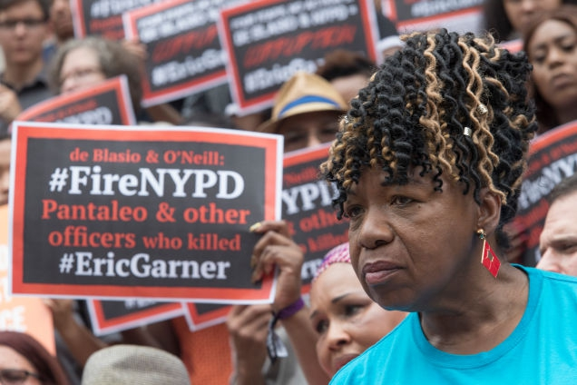 Photo of These Lyin' Eyes? Cop's Lawyer Says NYPD Surgeon Saw No Choke Hold in Eric Garner Death