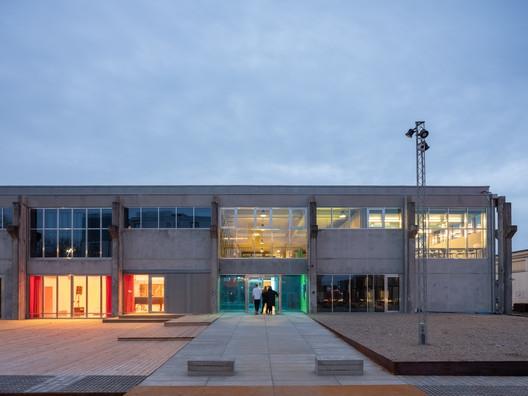 Photo of Escola Secundária Popular de Roskilde / MVRDV + COBE