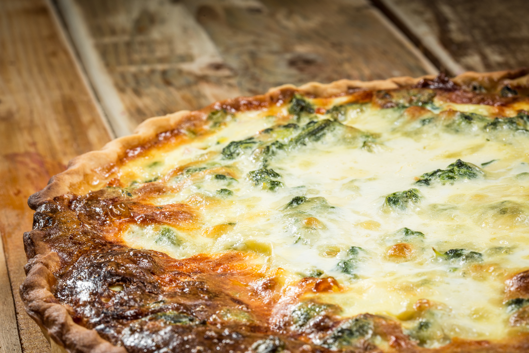 Пирог с курицей, грибами, брокколи и сыром