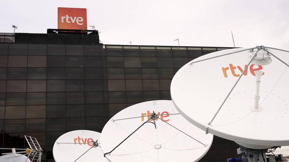 """Photo of Los trabajadores de RTVE planearon la vuelta a los """"viernes negros"""" por el cambio de la fecha del debate"""