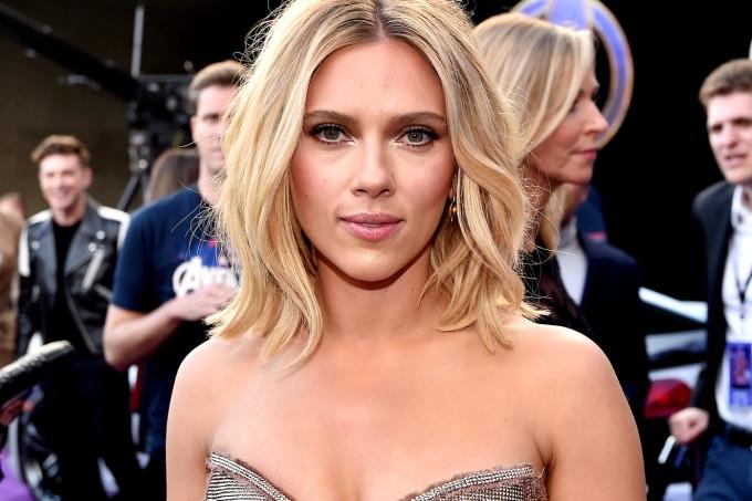 Photo of Scarlett Johansson poderia até derrotar Thanos com esse look do dia