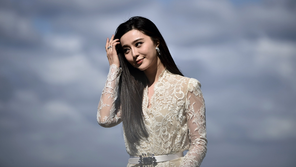 Photo of Fan Bingbing Starts to Re-Emerge Months After Tax Scandal