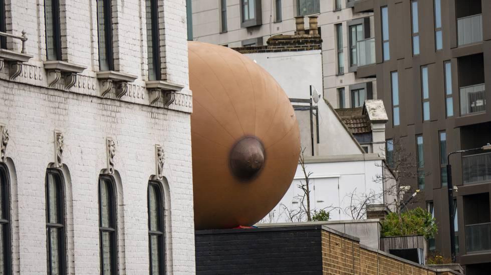 Photo of Pechos inflables y murales contra el acoso: así gana terreno la mujer en el espacio público