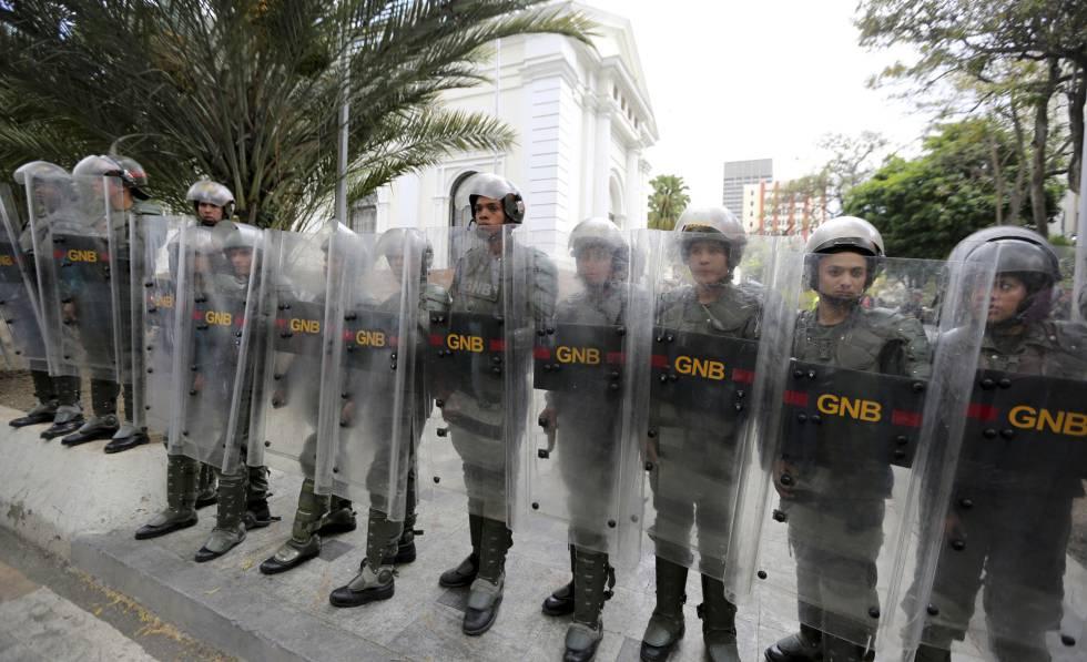 """Photo of El Supremo venezolano acusa a diputados antichavistas de """"traición a la patria"""""""