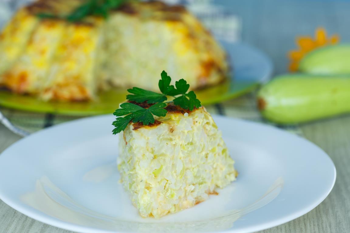 Домашняя запеканка с кабачками, рисом и сыром