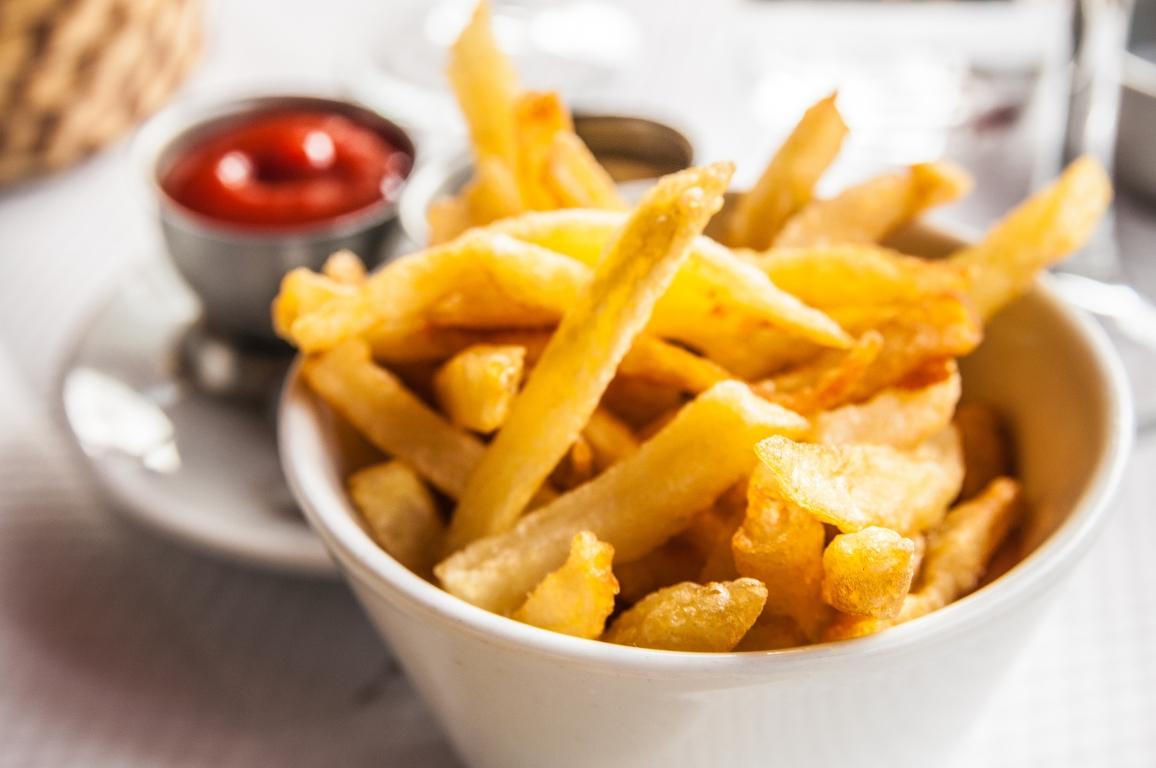 Аппетитный картофель фри в духовке