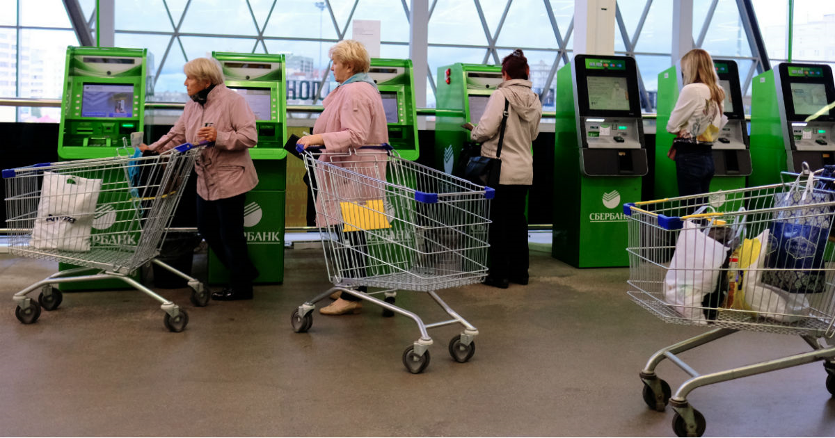 """Фото """"Сбербанк"""" о новой схеме кражи с карточек: клиенты сами виноваты"""