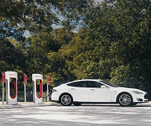 Photo of Tesla to cap charging at busy Supercharging stations at 80%
