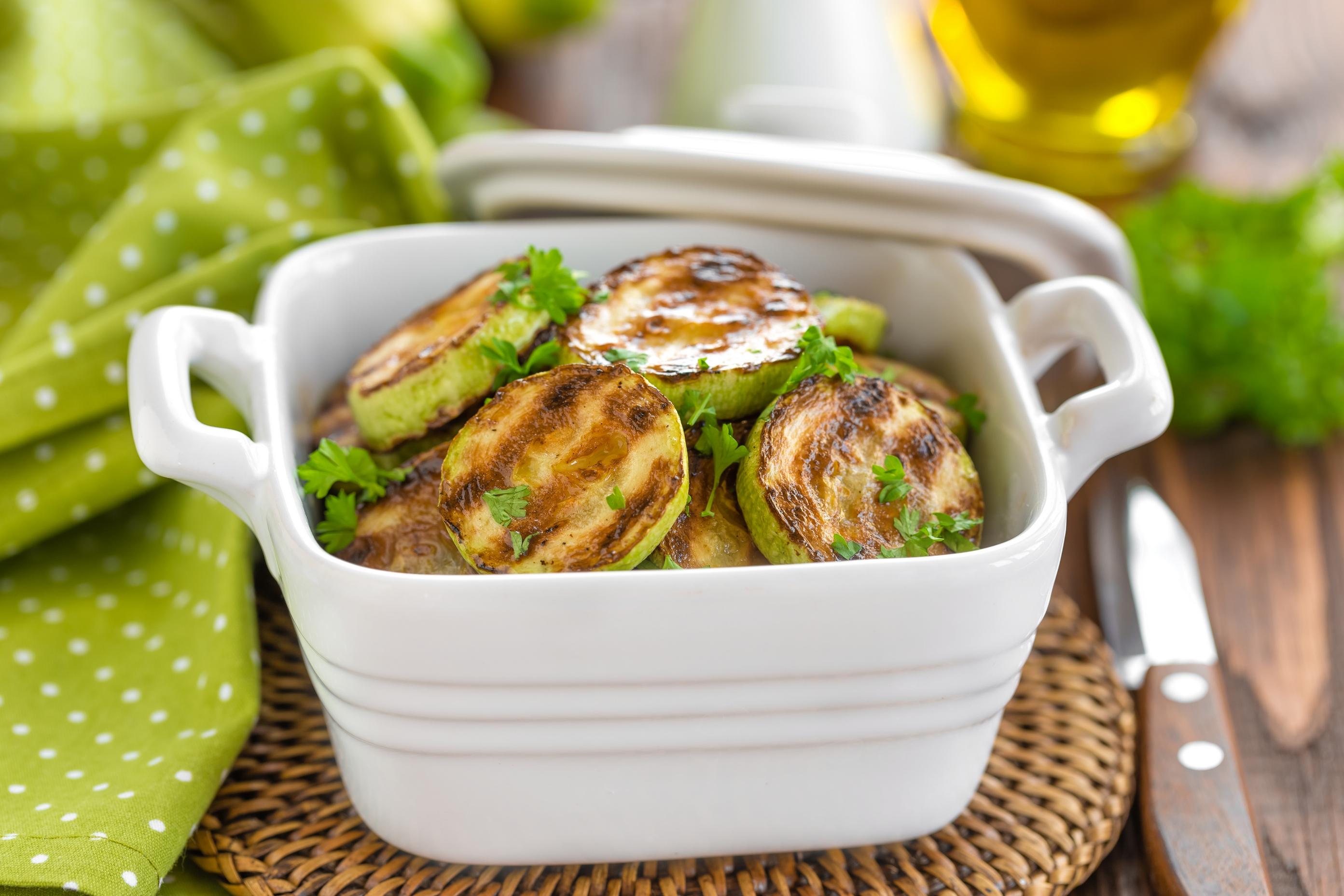 Кабачки-гриль с лимоном и чесноком