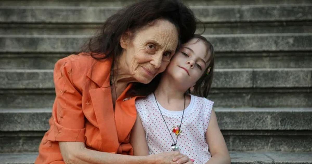 Фото Позднее материнство: разница в возрасте мамы и дочки составляет 67 лет