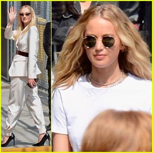 Photo of Jennifer Lawrence Joins 'Dark Phoenix' Co-Star Sophie Turner For 'Jimmy Kimmel Live' Appearance