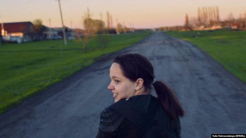 """Фото Кадр из фильма """"Сельский фельдшер""""  Помните, несколько месяцев назад все писали про Тасю Перчикову, которая отправила Путину письмо с просьбой помочь её маме? Эту семью потом затравили соседи по селу"""
