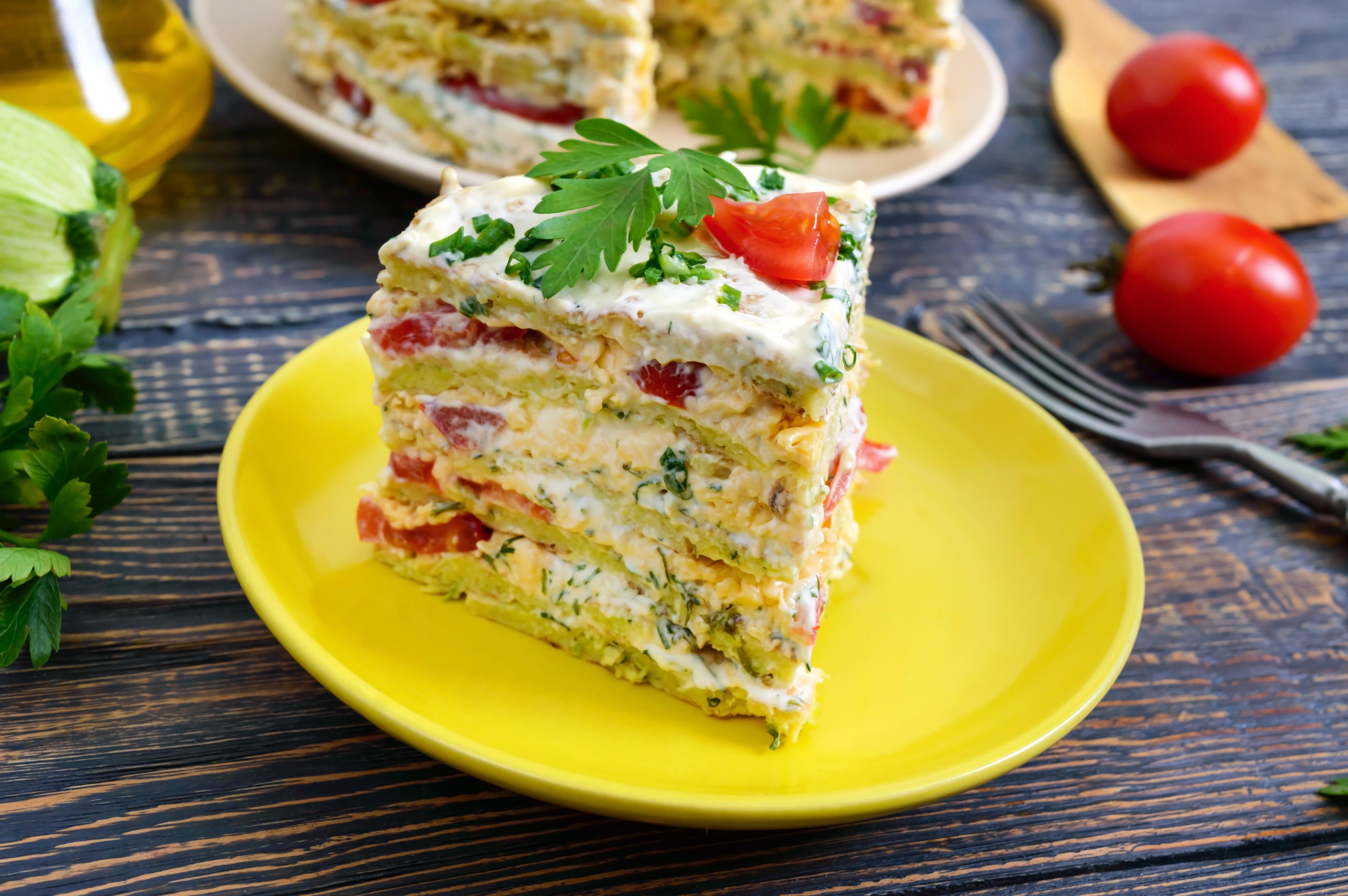 Кабачковый торт с помидорами и сыром