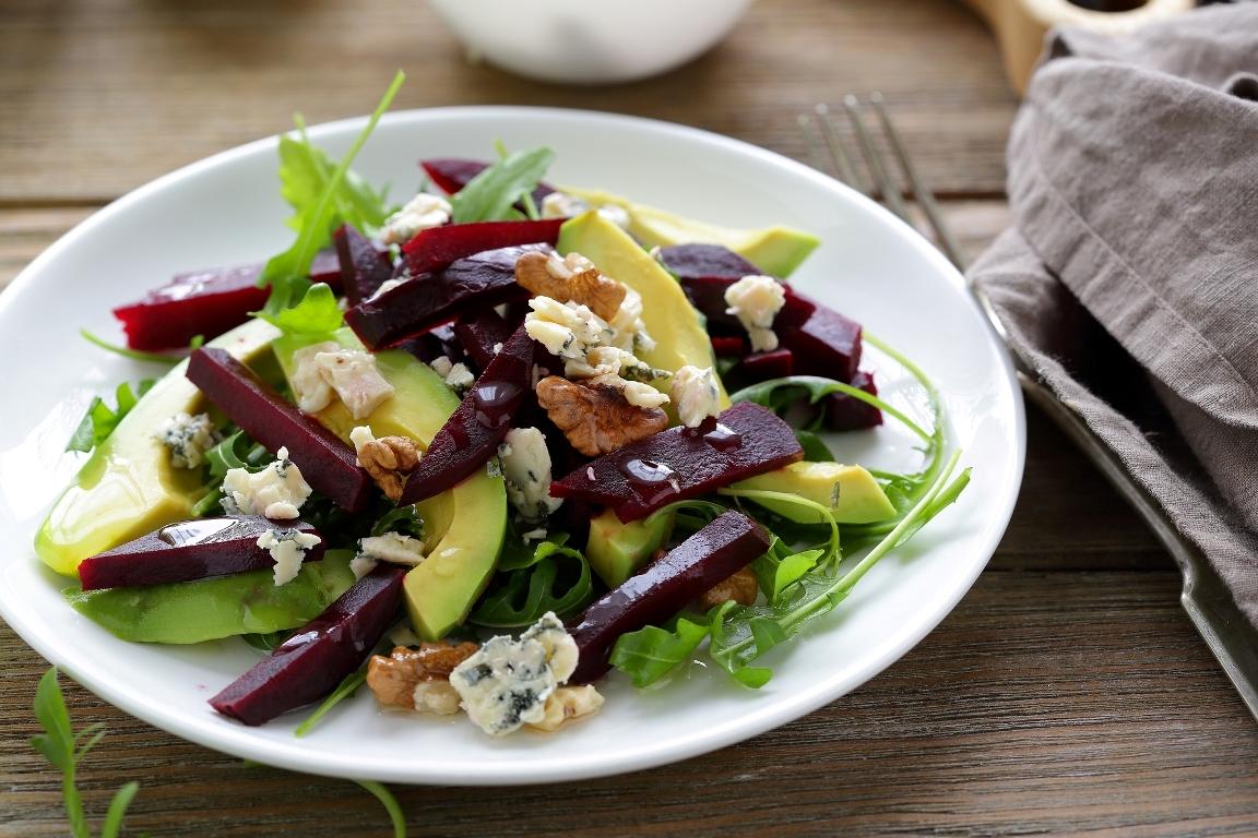 Вкуснейший салат с авокадо и свёклой