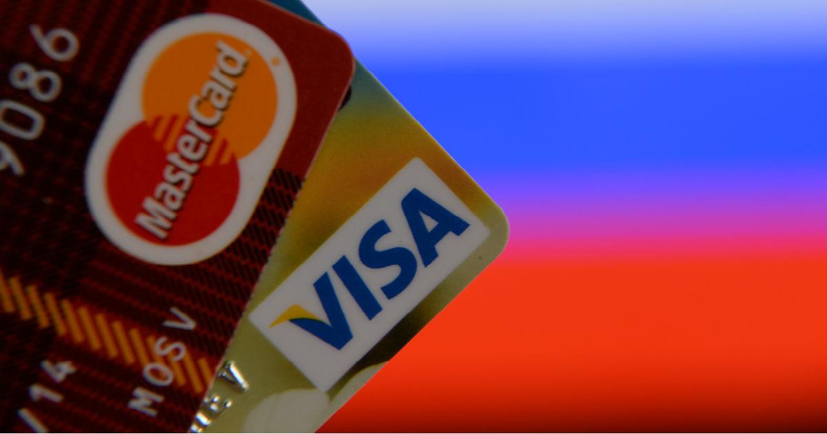 Российские банки загоняют школьников в долги. Как такое возможно?