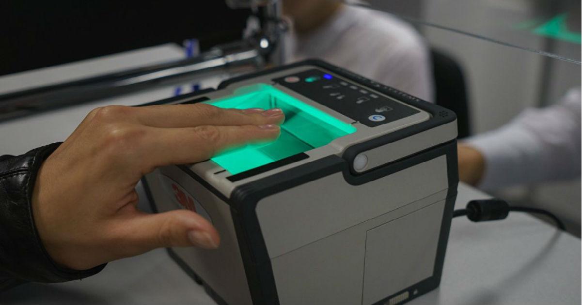 Банки принуждают россиян сдавать биометрию. Это законно?