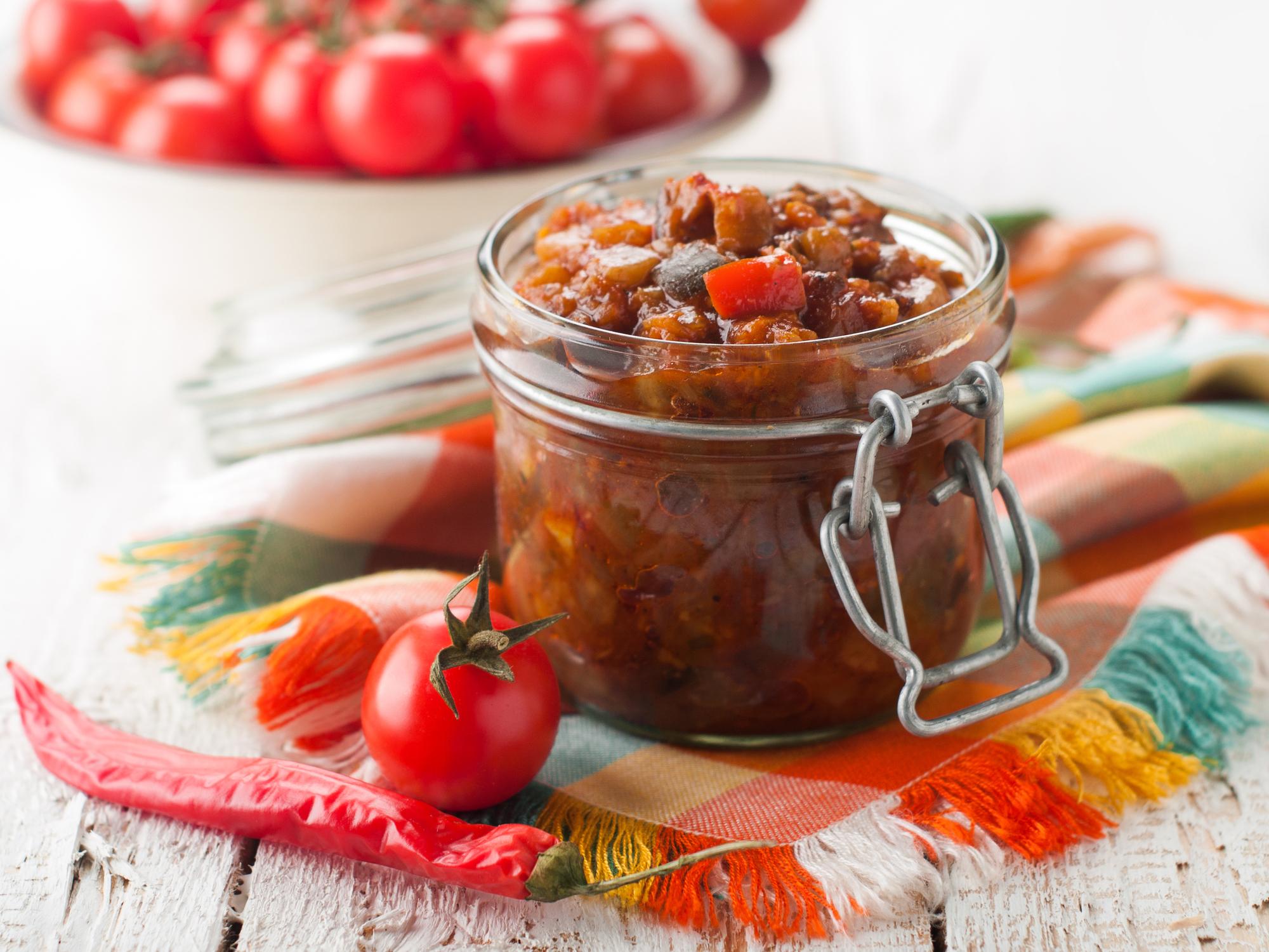 Консервированный салат из кабачков в томатным соусе