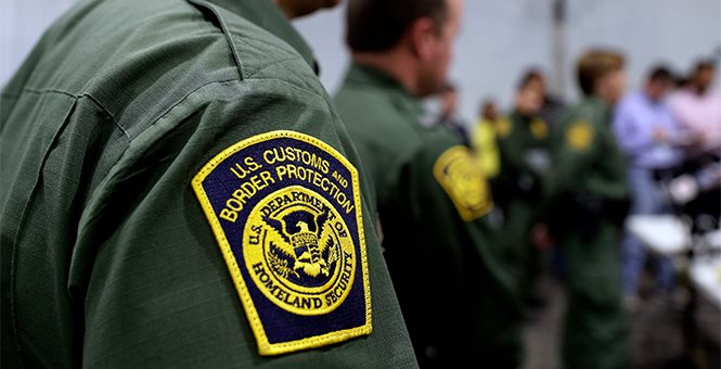 Photo of NYT op-ed: I'm not saying we should doxx immigration officers staffing Trump's detention centers, but I am sort of saying that