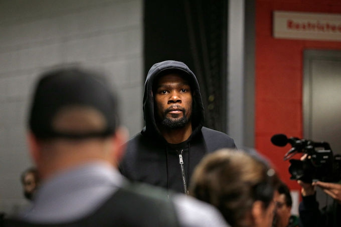 Photo of Kevin Durant Reportedly 'Felt Like a Distant Second Fiddle to Stephen Curry'