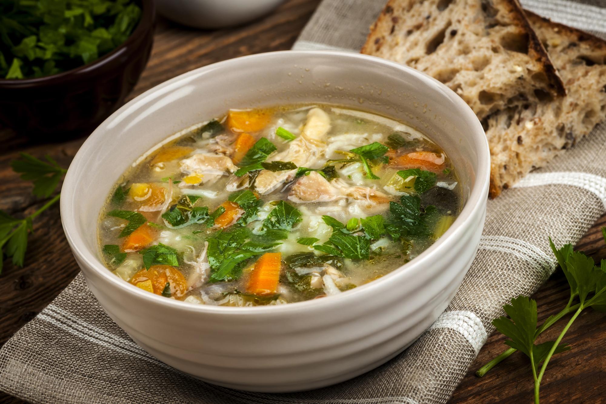 Суп с копченой курицей и щавелем