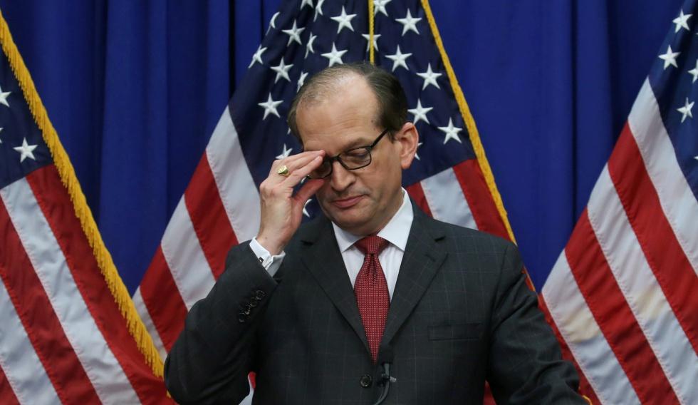 Photo of Renuncia el secretario de empleo de Trump tras ser cuestionado por su papel en el escándalo de Epstein