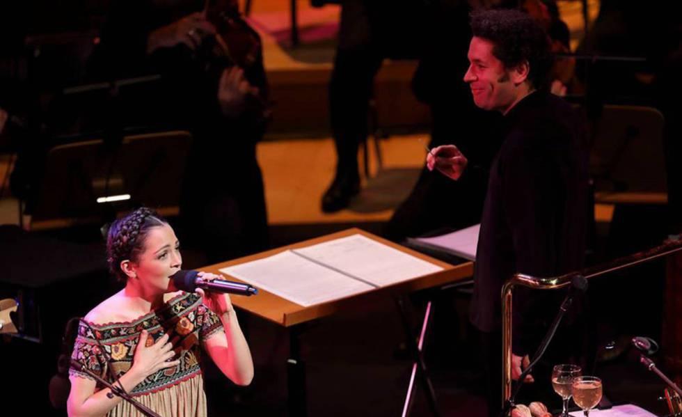 Photo of Gustavo Dudamel y Natalia Lafourcade conquistan el Hollywood Bowl con música mexicana