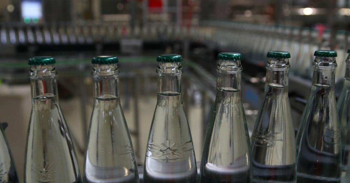 Фото Более четверти питьевой воды в магазинах России является подделкой