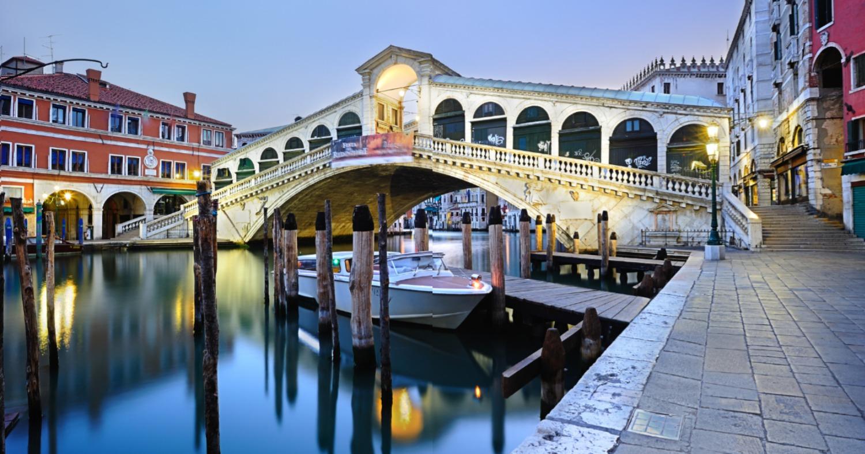 Пикник на мосту закончился для немецких туристов штрафом в 950 евро