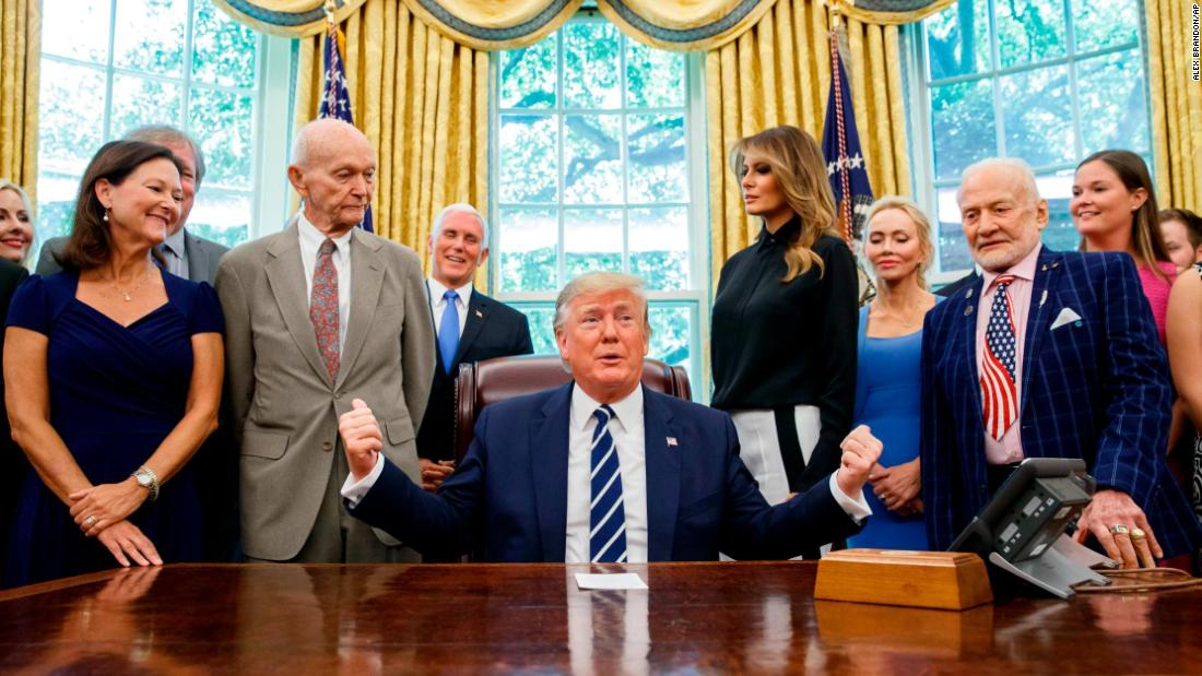 Photo of Trump made 61 false claims last week