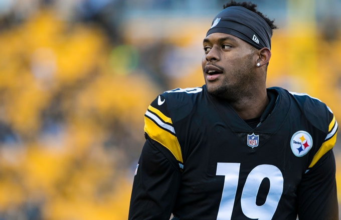 Photo of JuJu Smith-Schuster Gives Season Tickets to Fan After He Gets JuJu's Autograph Tattooed on His Head