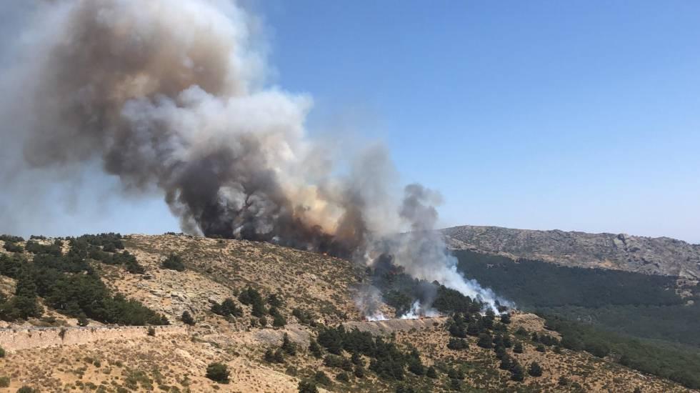 Photo of Dos incendios amenazan el Parque Nacional de la sierra del Guadarrama