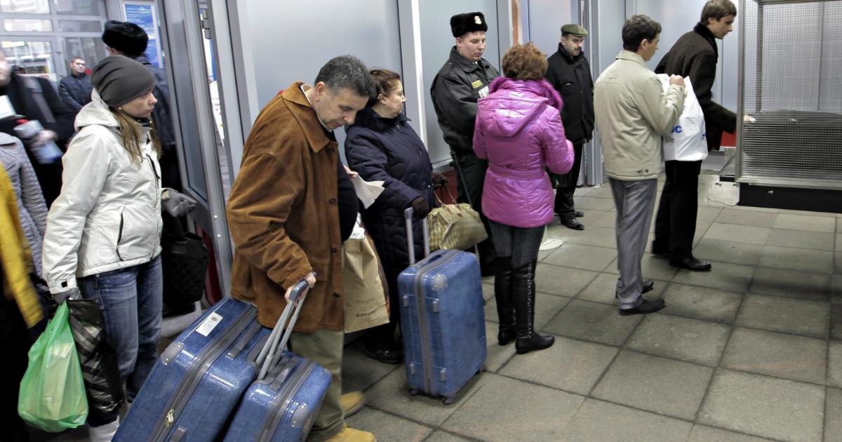 Фото Эксперты узнали, зачем россияне создают очередь до объявления посадки в самолет