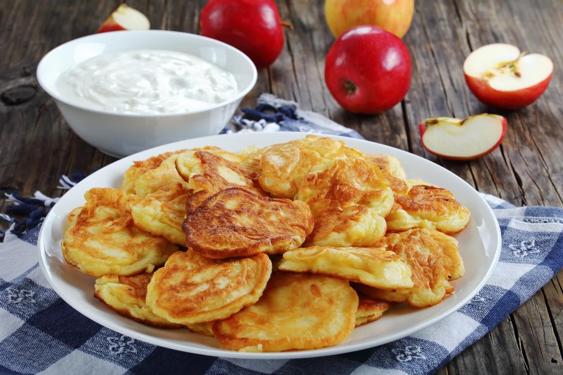 Аппетитные яблочные оладьи
