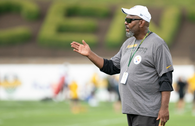 Photo of Steelers Wide Receivers Coach Darryl Drake Dies at 62