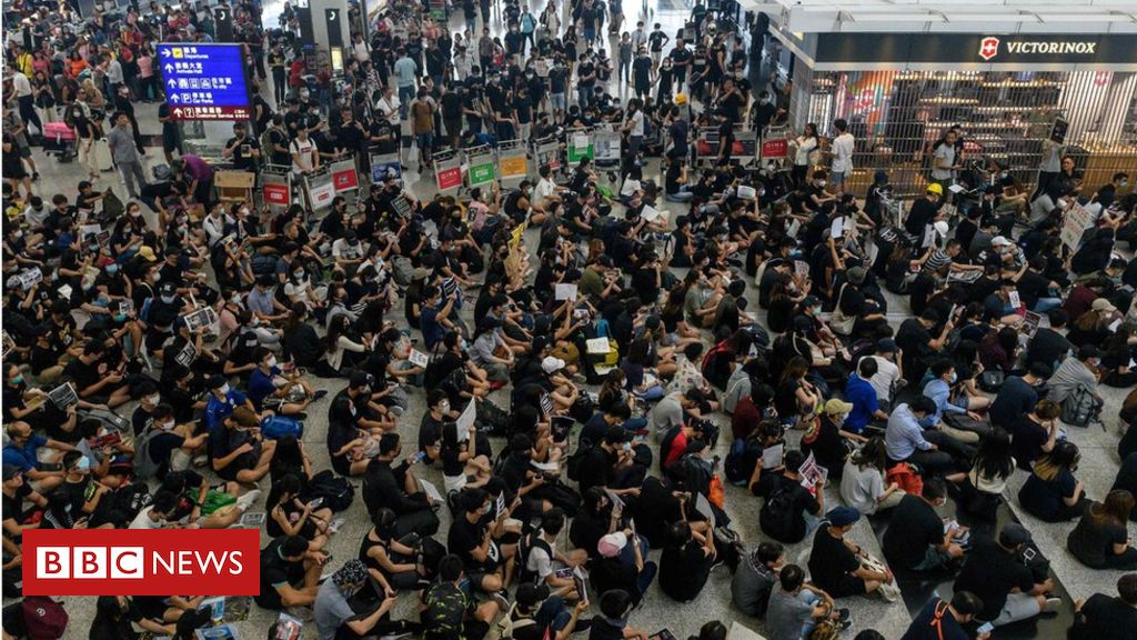 Photo of Hong Kong protests cripple airport for second day