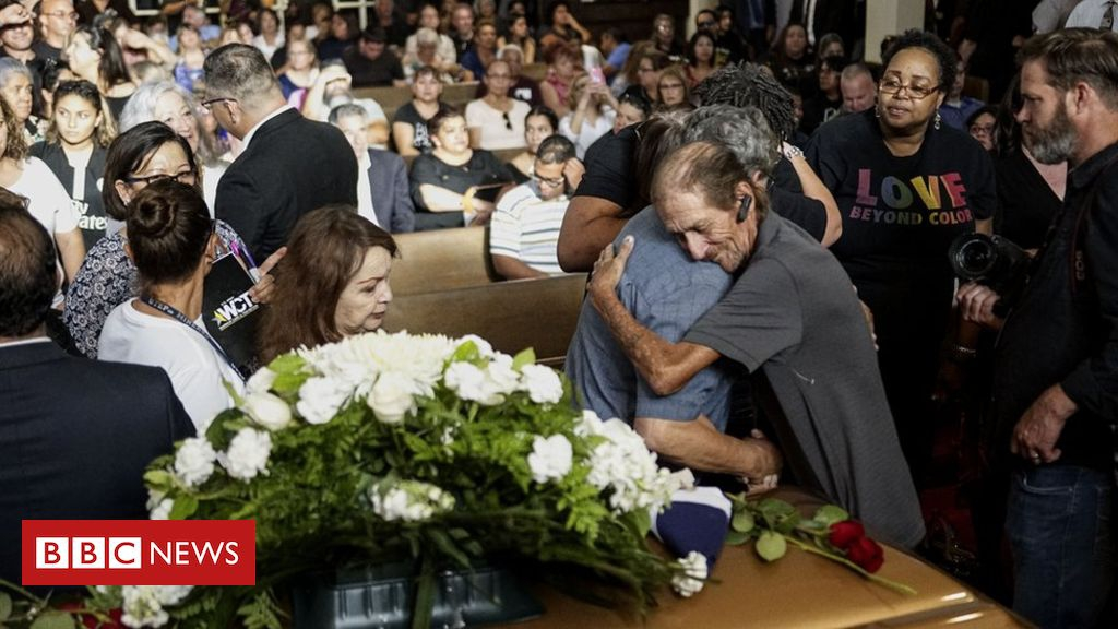 Photo of El Paso shooting: Man shocked as hundreds attend wife's funeral