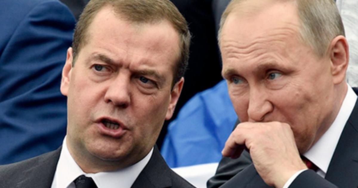 Медведев снял с должности заместителя главы Пенсионного фонда России из-за взятки