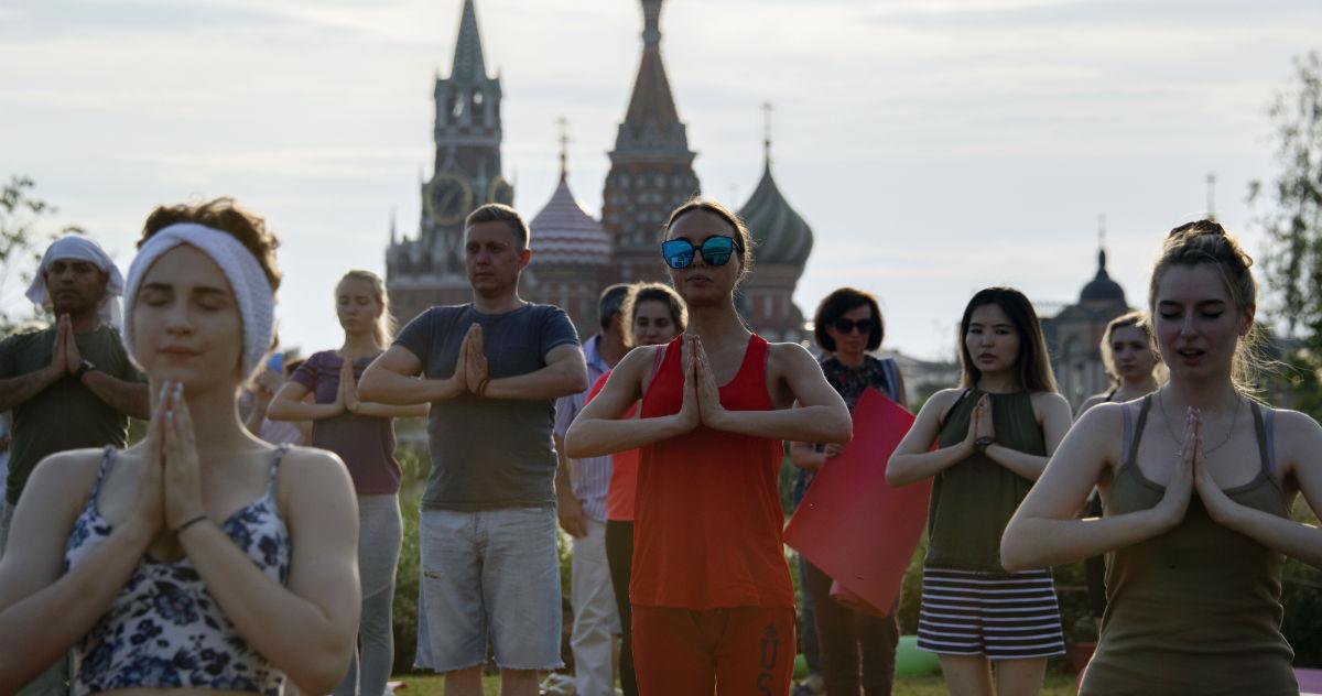 На десять девчонок. Почему в России кончаются мужчины