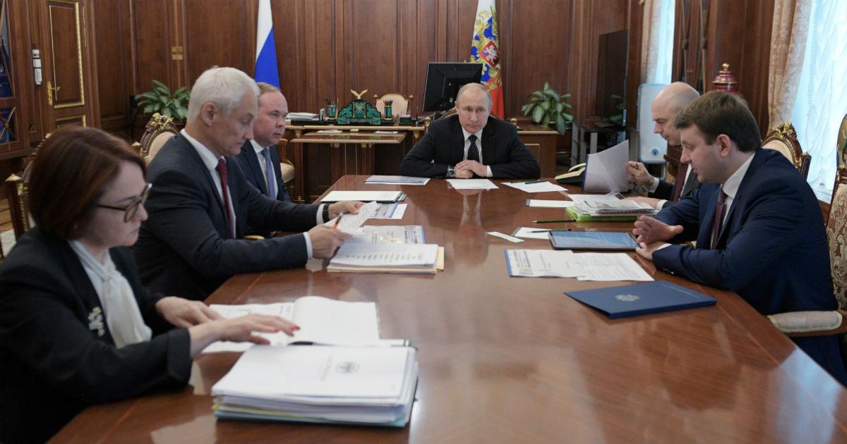 Фото Упадет всё? Что предрек российской экономике МЭР после совещания у Путина