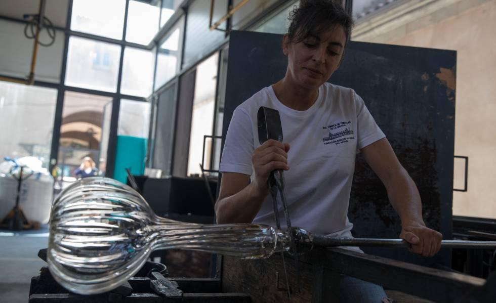 Photo of Las mujeres que insuflan vida al vidrio