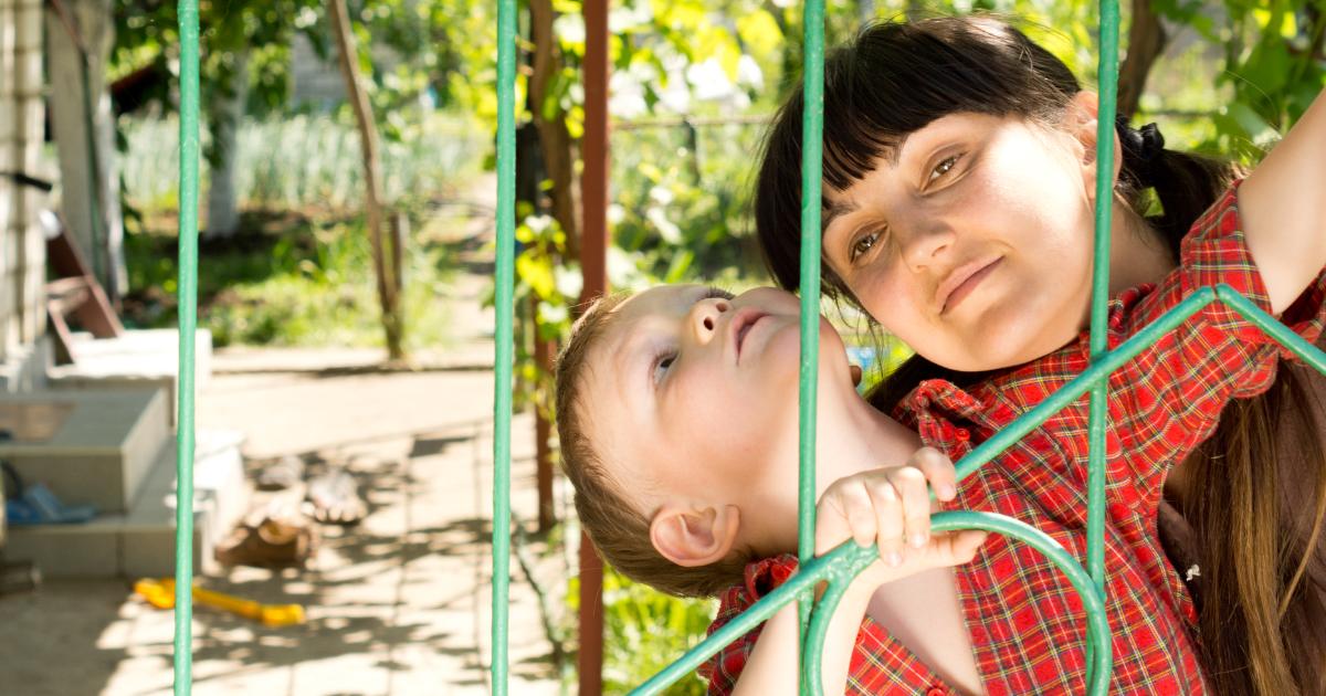 Аутизм - что это за болезнь? Причины и признаки аутизма у детей и взрослых, лечение