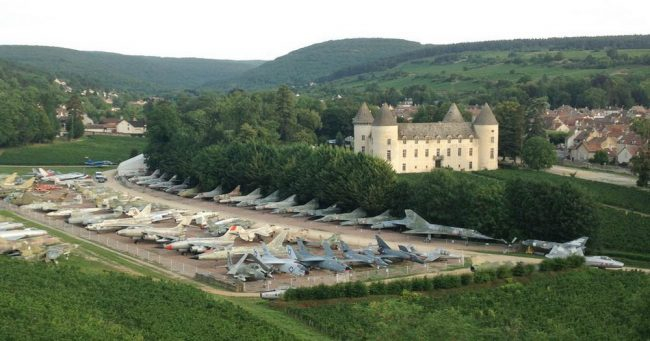 Photo of 87-Year-Old Collector Gathered 110 Fighter Jets In His Chateau In France