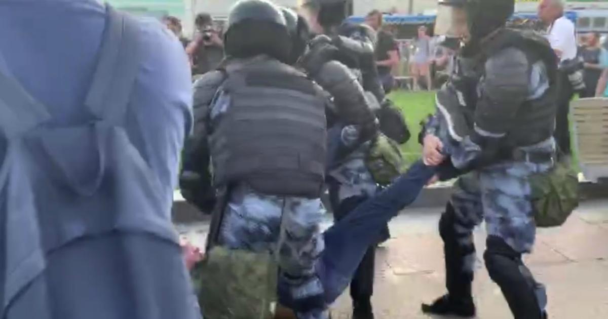 СК снял обвинения с пяти фигурантов дела о массовых беспорядках в Москве