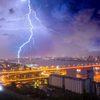 Красноярский фотограф сумел заcнять гигантскую молнию над Красноярском