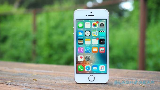 Photo of iPhone SE revival rumored for 2020 as Apple looks to reclaim market share