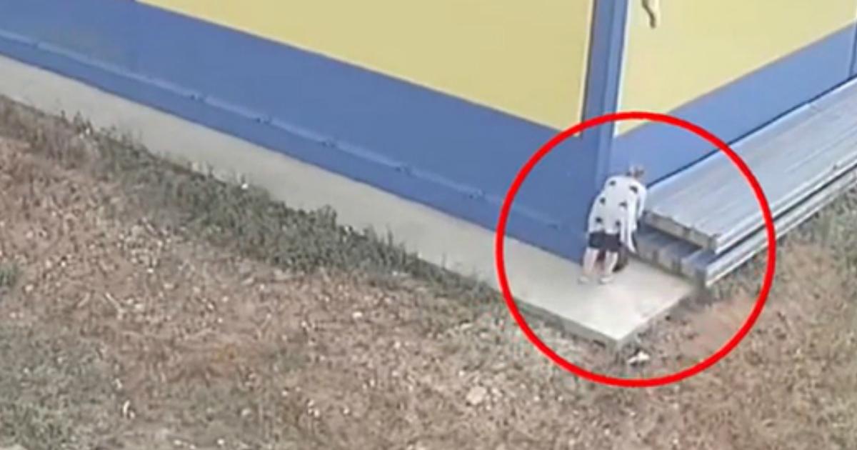 Фото Многодетная мать родила ребенка в кустах и оставила в пакете у магазина