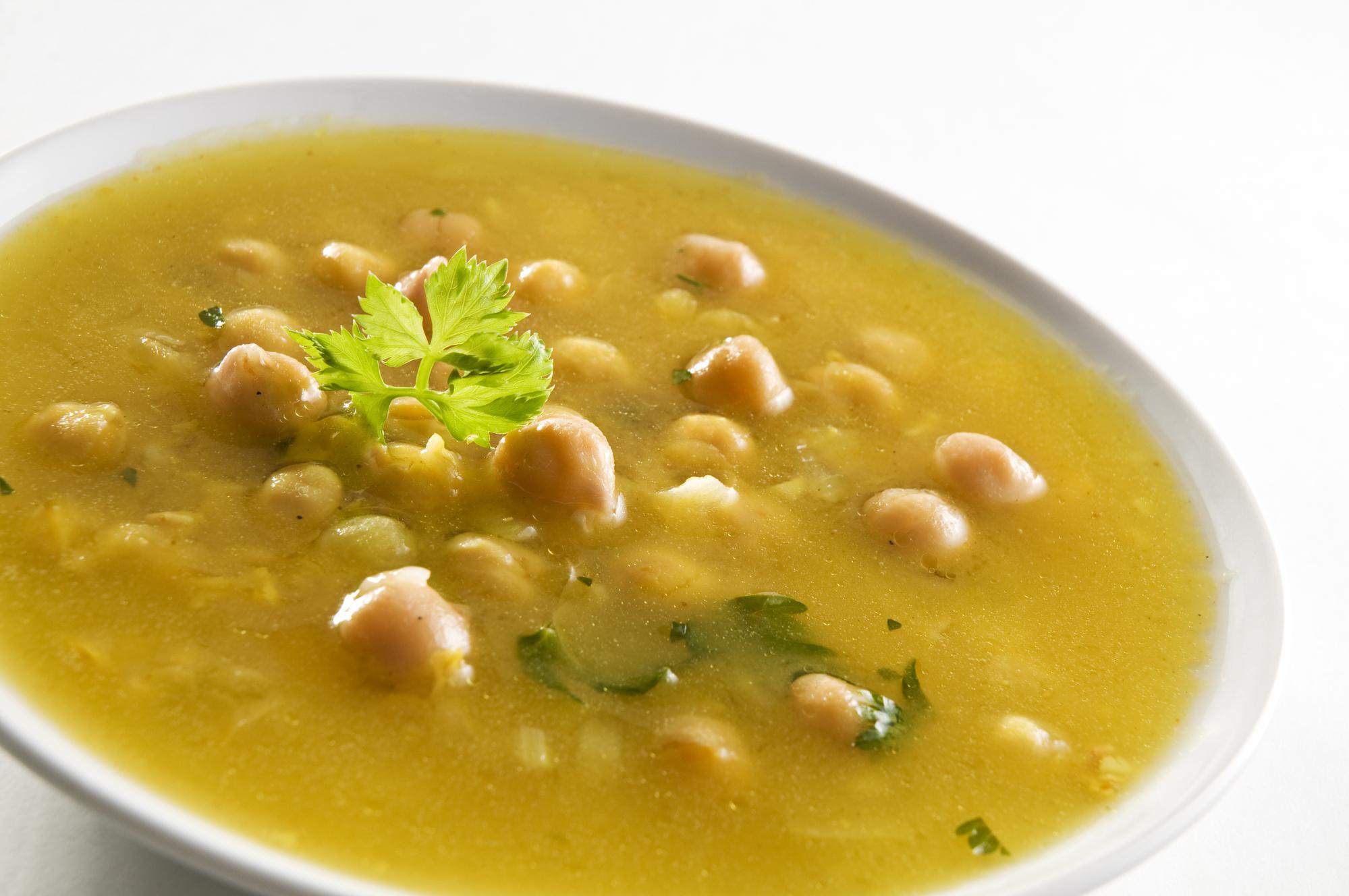 Сытный суп из нута