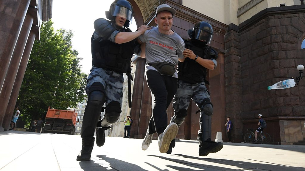Photo of Russia's ruling party hit badly in Moscow election