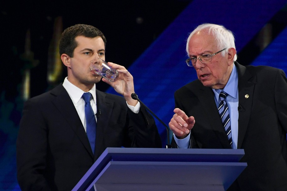 Photo of Your blow-by-blow Twitter recap of the third Democratic debate
