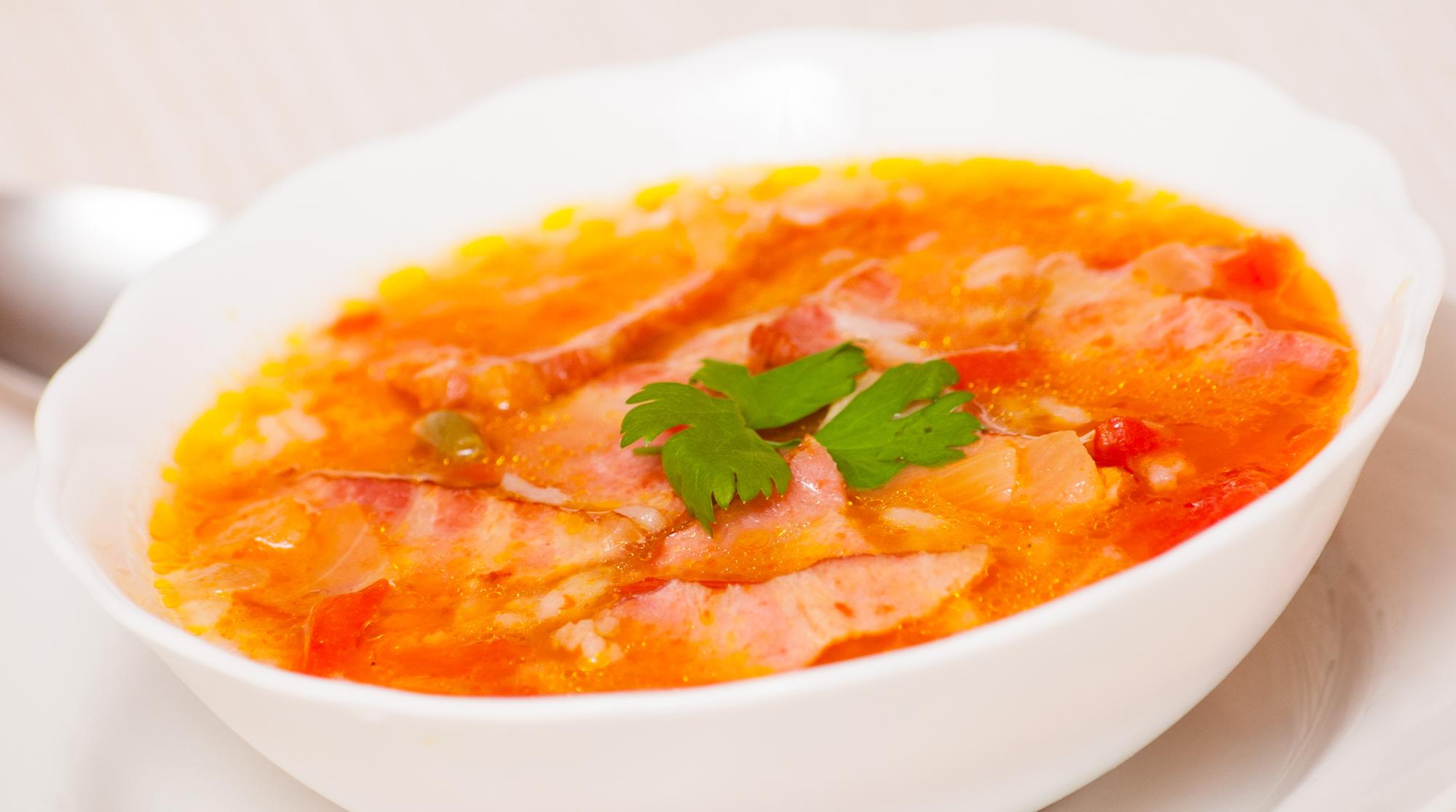 Овощной суп с ветчиной и рисом